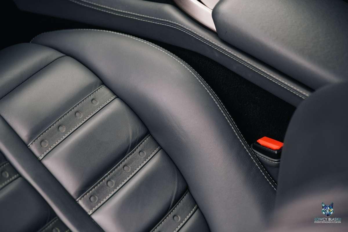 Czyszczenie-i-regeneracja-skor-samochodowych