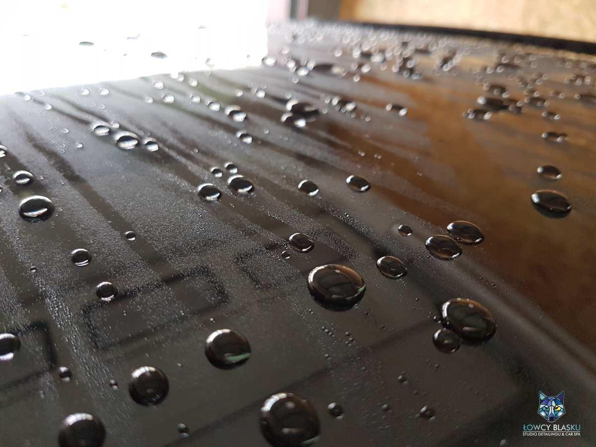 Powloka-ceramiczna-zabezpieczanie-lakieru-efekt-hydrofobowy
