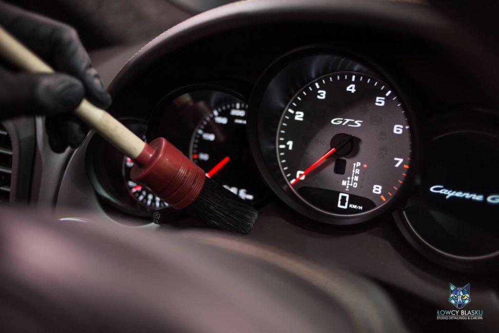 Detailingowe-czyszczenie-wnętrza-samochodu-autodetailing