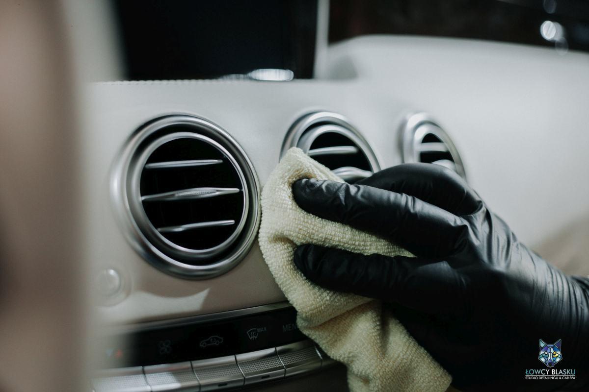 Detailingowe-czyszczenie-wnętrza-autodetailing