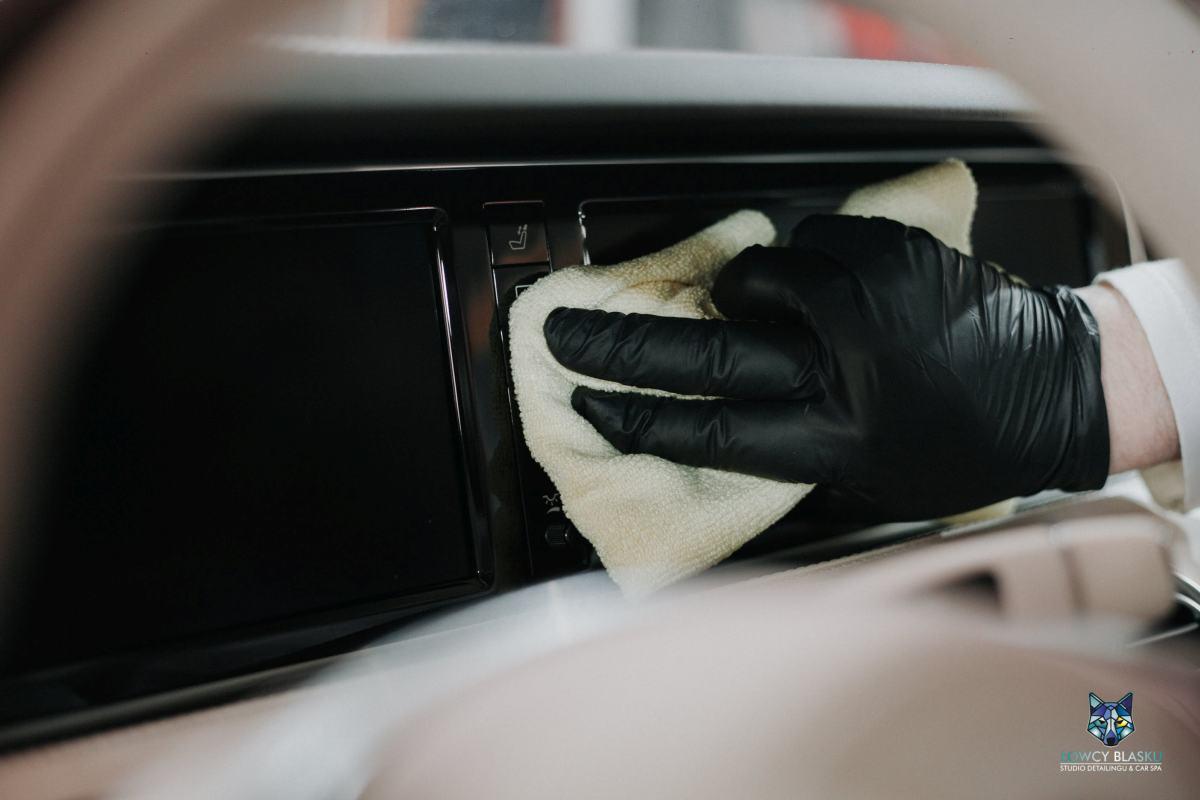 Detailingowe-czyszczenie-wnętrza-autospa