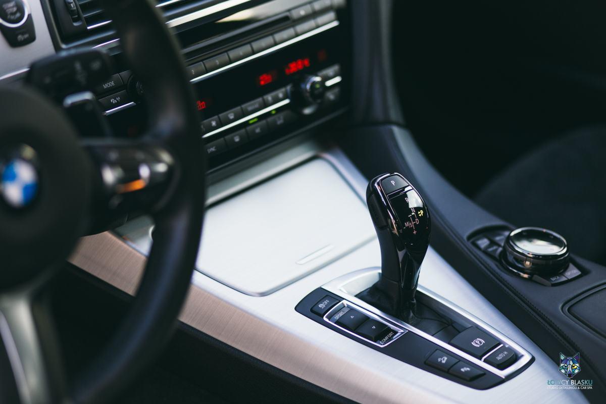 Detailingowe-czyszczenie-wnętrza-profesjonalne-autospa