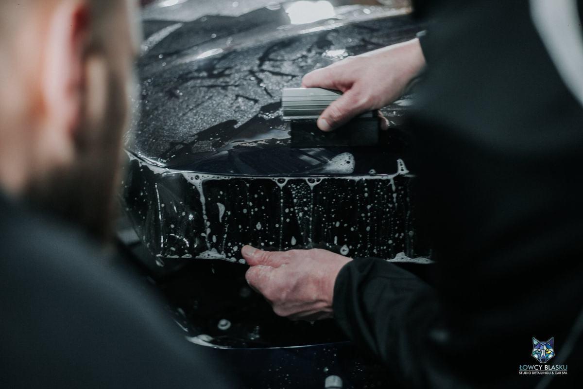 oklejanie-samochodów-zabezpieczanie-powłoki-lakierniczej-folią-ochronną