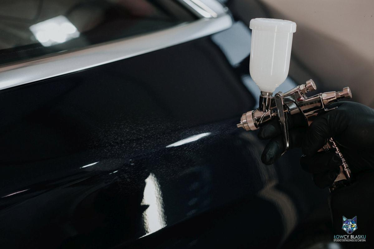 Powłoka-ceramiczna-zabezpieczenie-lakieru-metodą-natryskową