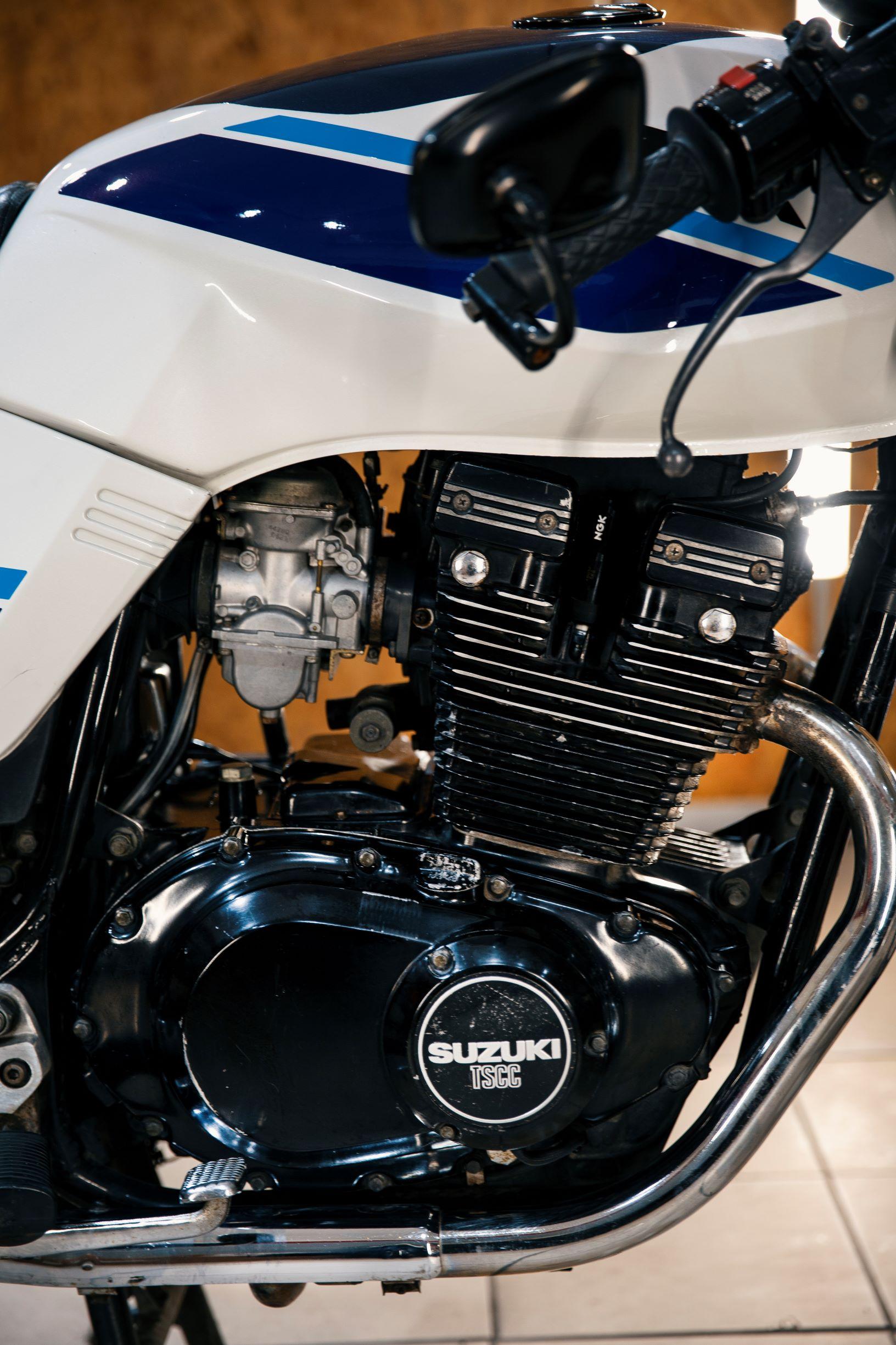 Motocykl Suzuki gsx