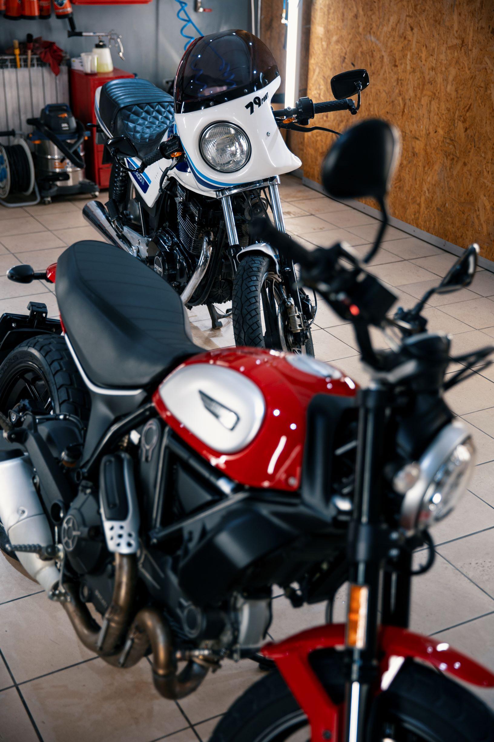 Motocykle Ducati Scrambler i Suzuki gsx