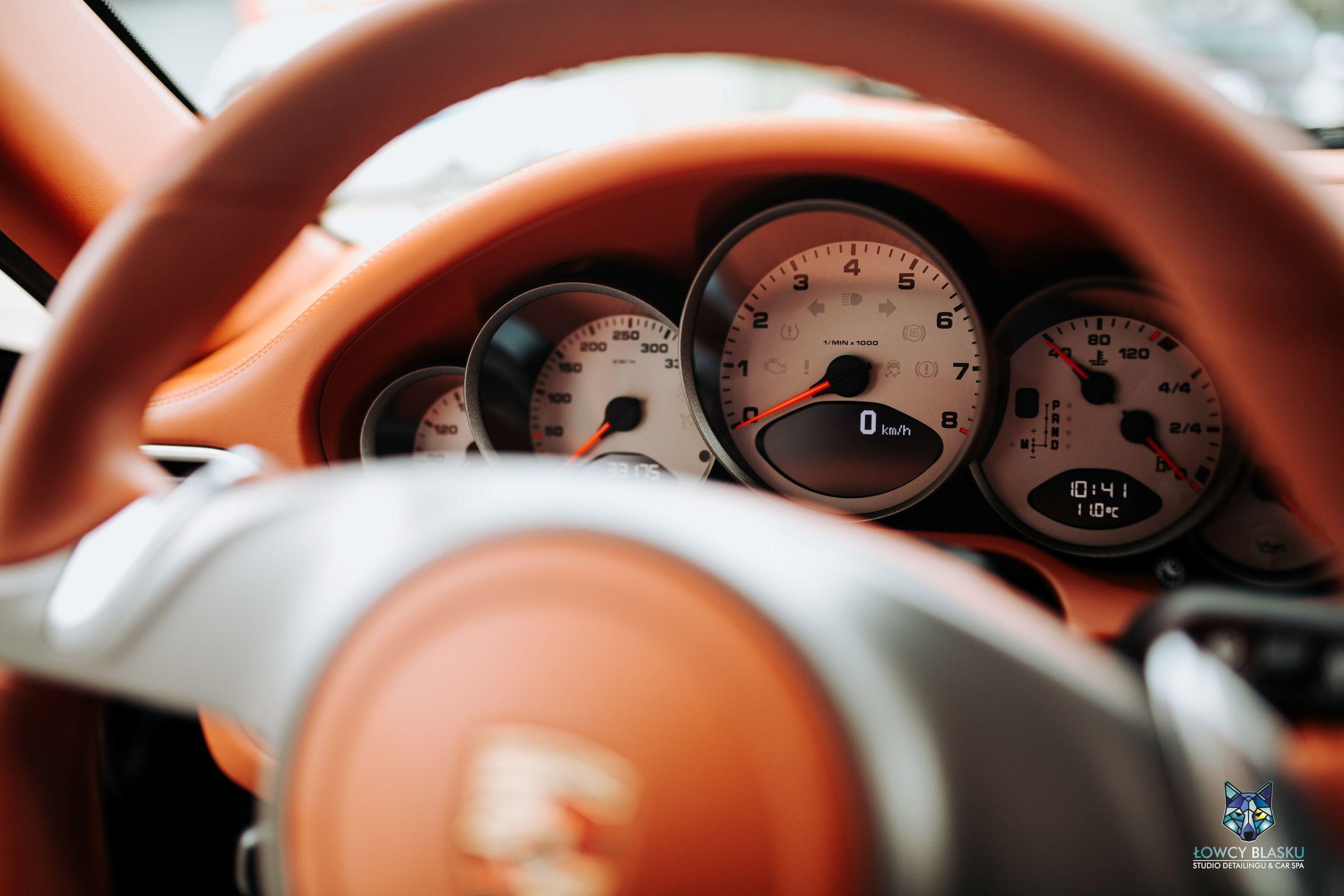 Porsche Carrera detailing wnętrza Łowcy Blasku
