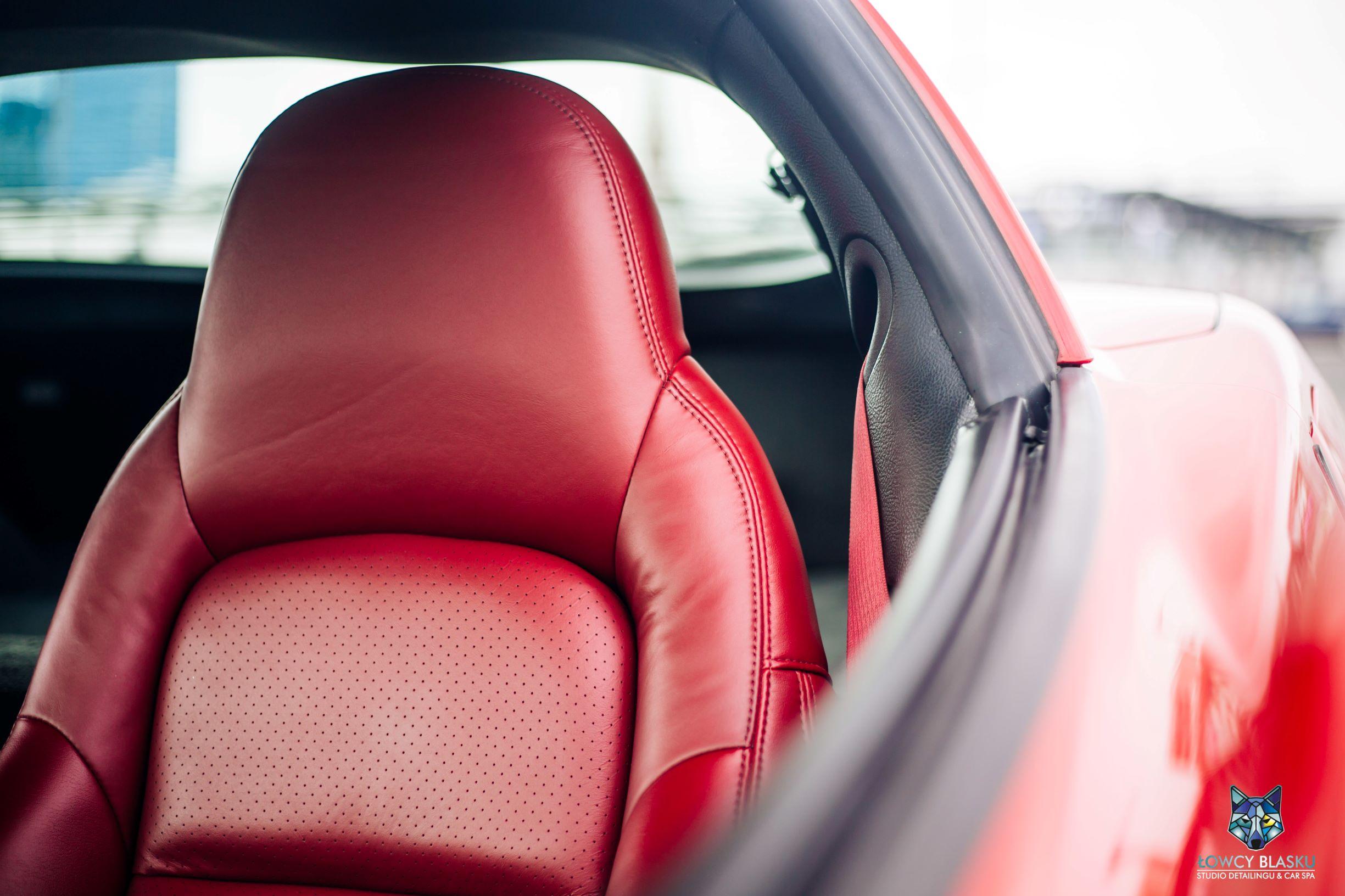 Chevrolet Corvette-czyszczenie i konserwacja skór