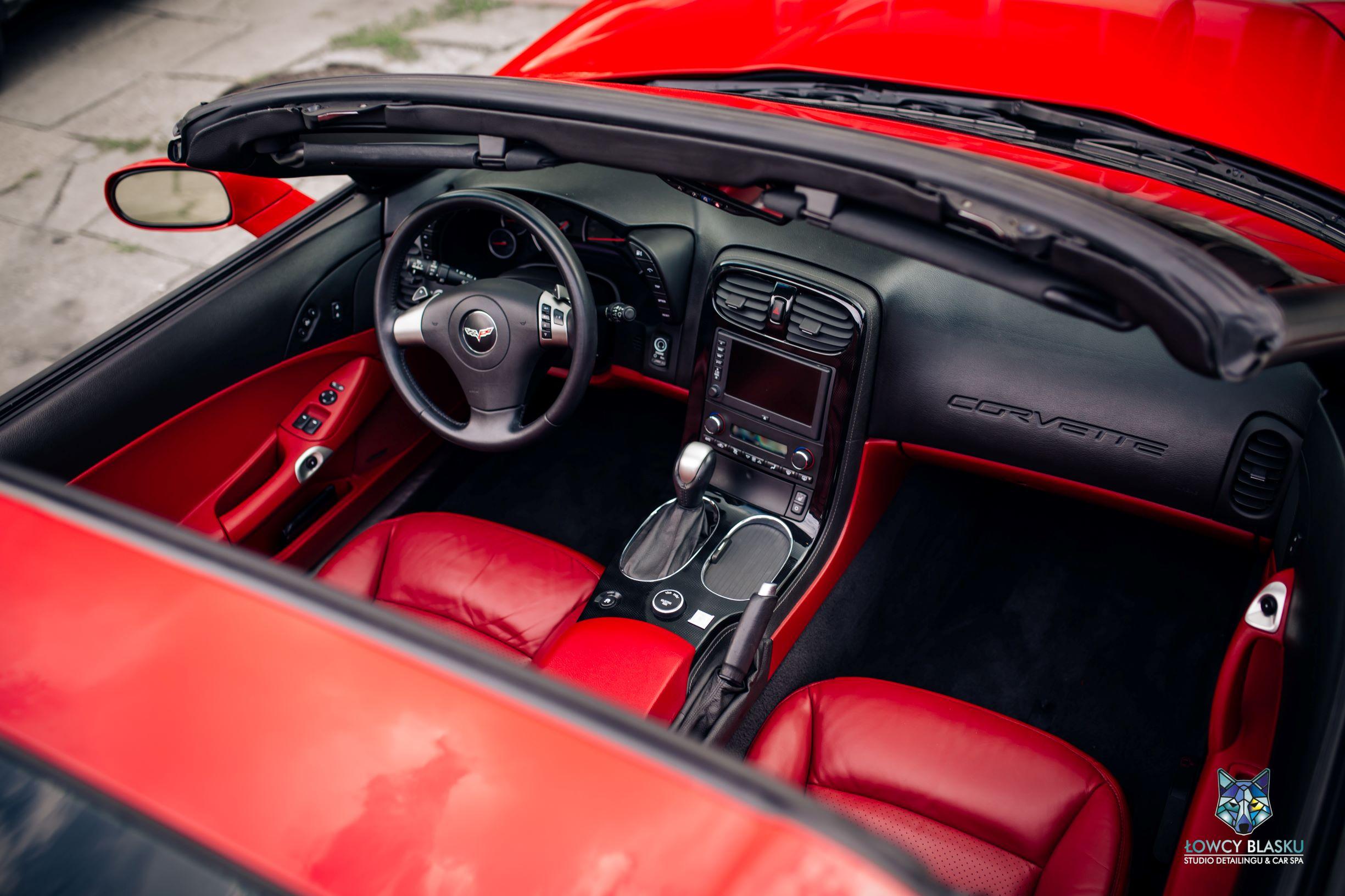 Chevrolet Corvette-pełen detailing wnętrza