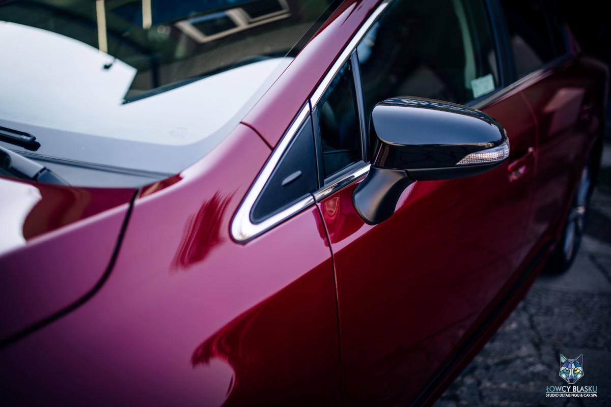 Toyota-Avensis-zabezpieczona-powłoką-opti-coat-pro-plus-łowcy-blasku-2