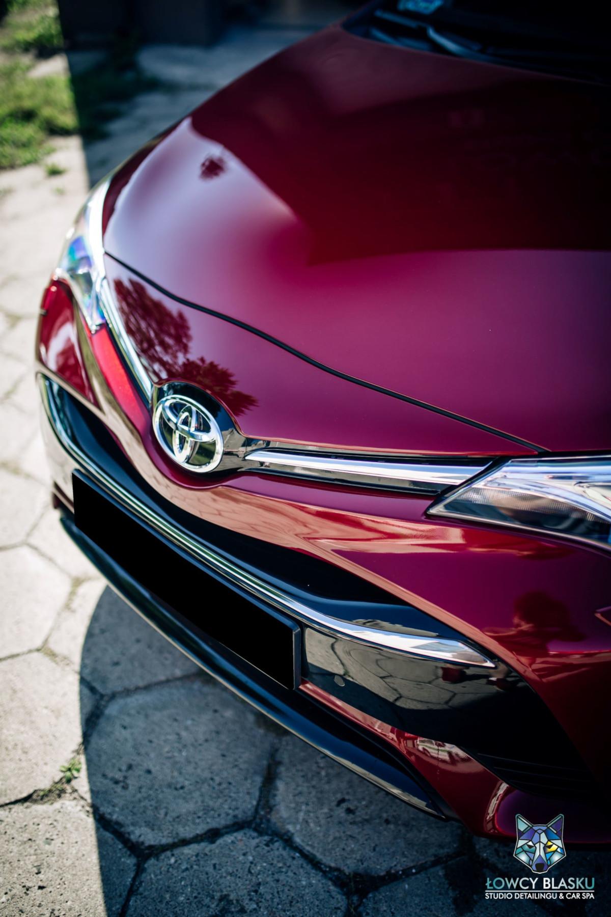 Toyota-Avensis-zabezpieczona-powłoką-opti-coat-pro-plus-łowcy-blasku-3