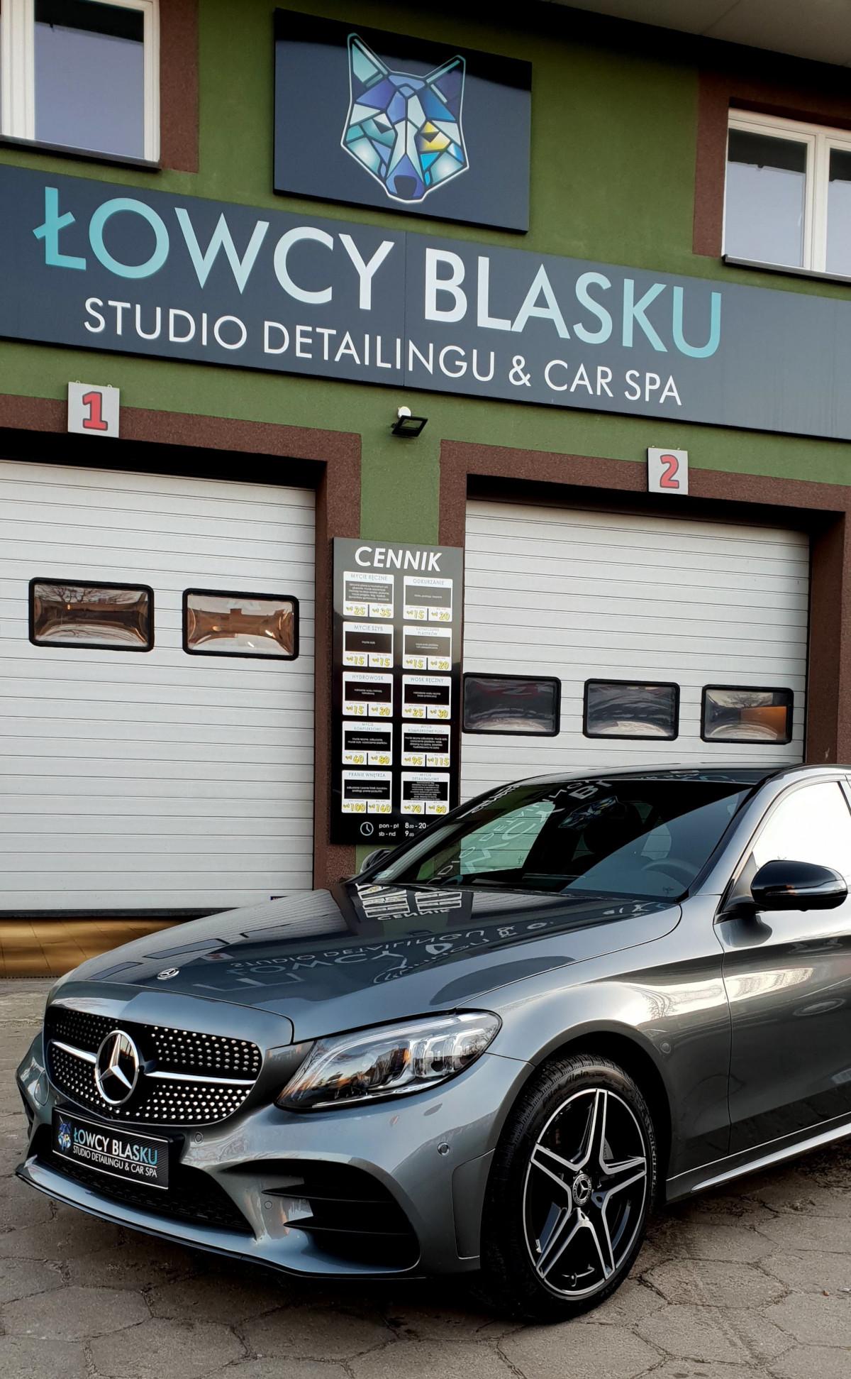 Mercedes klasy C zabezpieczony folią samoregenerującą się, Łowcy Blasku, Łódź