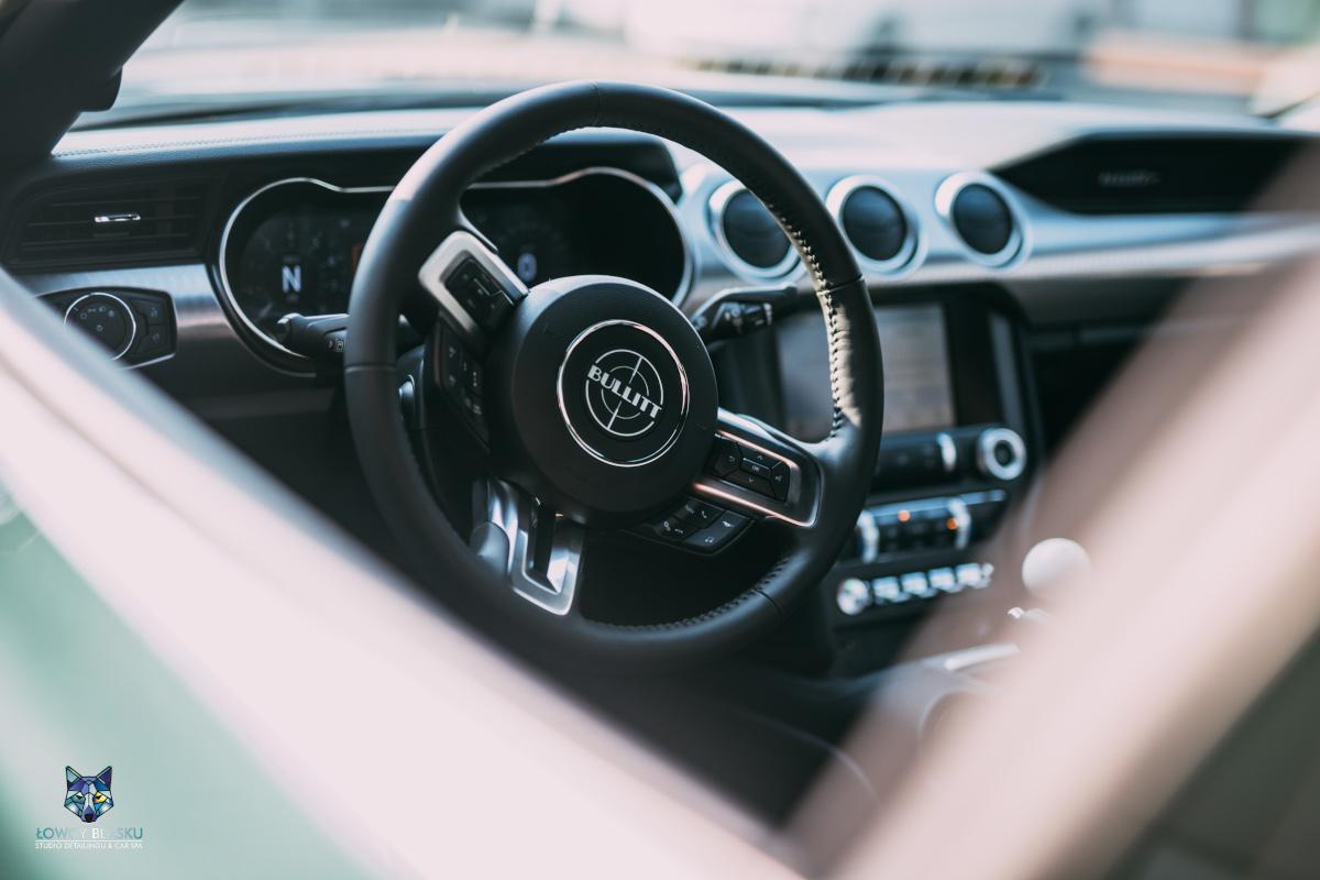 Zabezpieczenie wnętrza nowego samochodu